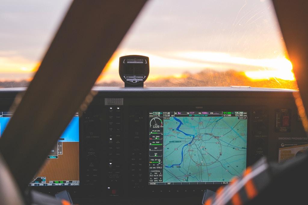 Jak sprawdzić, gdzie aktualnie jest samolot?