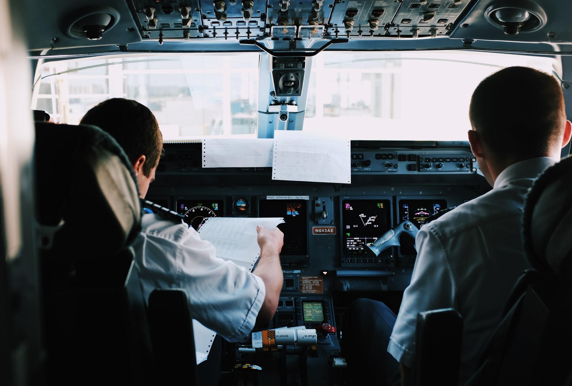 Jak zostać pilotem samolotu pasażerskiego? – Wymagania na pilota